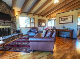 Hotel photo: Staghorn Chalet Home
