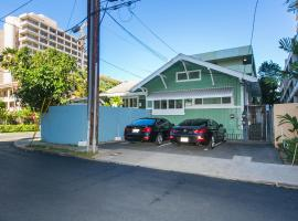 A picture of the hotel: Waikiki Historical Heritage Home