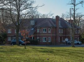 Hotel photo: Flexi-Lets@Old Rectory Court, Frimley