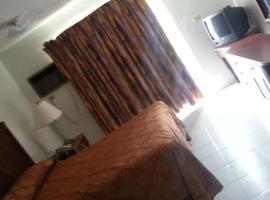 A picture of the hotel: Nettie's Different of Nassau Casuarina's