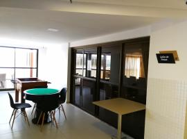 Hotel photo: Apartamento a beira mar! Total conforto!