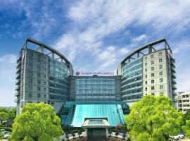 A picture of the hotel: Ramada Plaza Shanghai Pudong Airport