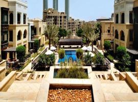 Hotel photo: Driven Holiday Homes - Souk Al Bahar
