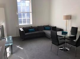 A picture of the hotel: Central 3 Bedroom Flat Accommodates 6