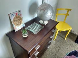 Hotel kuvat: Habitación privada en casa a 5 minutos del aeropuerto