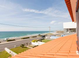 Hotel photo: Beachfront Surf Villa with Pool