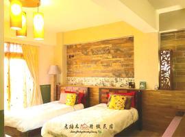 Hotel photo: Home & Teak Homestay