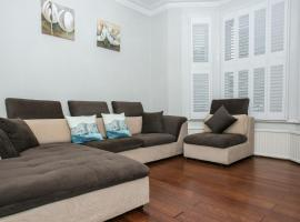 A picture of the hotel: Fantastic Modern 5 Bedroom House in Battersea