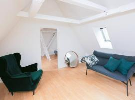 A picture of the hotel: Luxurious two-storey apartment in the city centre
