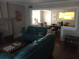 Hotel photo: Spacious 3BR Forest Hill Unit-With Parking
