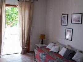 Hotel photo: poros apartment in garden