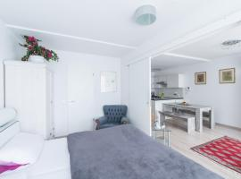 A picture of the hotel: Deluxe Apartment White Cocoon