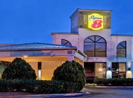 Hotel photo: Super 8 by Wyndham Huntersville/Charlotte Area