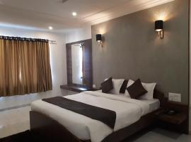 Hotel photo: Hotel Varsha Inn by The Leaf