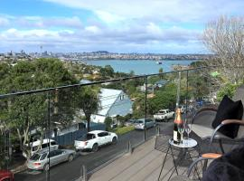 Хотел снимка: Luxury apartment on Auckland's North Shore with harbour views