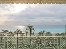 Fotos de Hotel: Seafront Modern Apartment