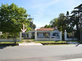 A picture of the hotel: Montevideo al oeste, algo distinto...