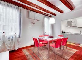 מלון צילום: Apartment Biennale