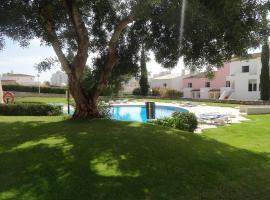 Hotel photo: garden pool & design