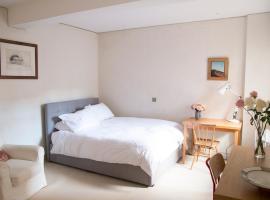 Hotel photo: Renovated studio - sleeps 3 - Heart of Chelsea