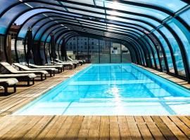 Хотел снимка: Amazing at the Center - 3BD, POOL & GYM