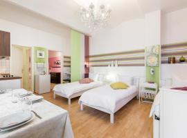 A picture of the hotel: Modernes 2-Zimmer-Apartment in Kollwitzplatz-Nähe