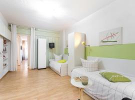 A picture of the hotel: Schönes 2-Zimmer-Apartment in Kollwitzplatz-Nähe