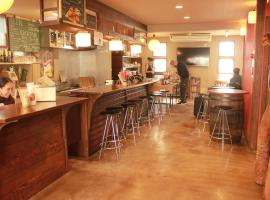 Hotel photo: Hostel & Cafe Backpackers Miyajima