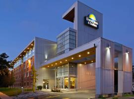 Fotos de Hotel: Days Inn & Suites by Wyndham Milwaukee