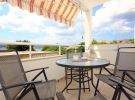 Hotel photo: Apartment Kuciste - Perna 10154b