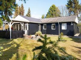 Hotel photo: Two-Bedroom Holiday home in Ørsted 5