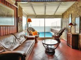 酒店照片: Pool by the Sea
