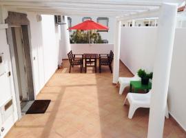 Hotel photo: Cosy w/ terrace, near the beach, in Altura