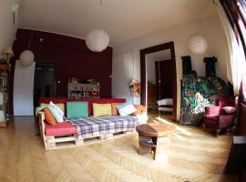 Hotel photo: City center, Danube, calm neighbourhood