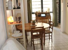 Hotel Photo: 28 Rue des Fourbisseurs