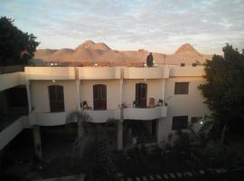 A picture of the hotel: Seror Guest House