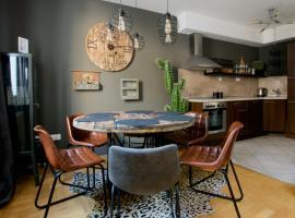 Foto di Hotel: Creative Apartment - Luxury in Gozsdu Court