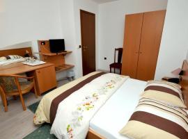Hotel photo: Double Room Trogir 15155a