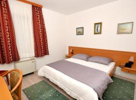 Hotel photo: Double Room Trogir 15155b
