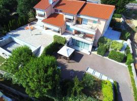 Photo de l'hôtel: Apartment 2 in Villa Azra