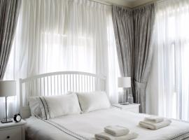 Hotel photo: 5* Gorgeous Two Bedroom Apartment