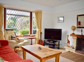 A picture of the hotel: Three Bedroom Home with Garden in Brighton