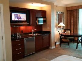Hotel photo: MGM Signature Suite 5 min Walk With Strip Views 14