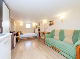 Hotel photo: Reef Apartment (basement)