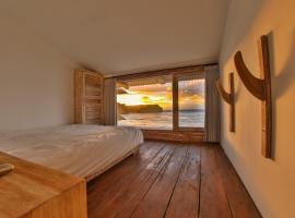 Fotos de Hotel: Absolute Beachfront Balangan Apartments