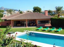 Hotel photo: Holiday villa with 5 BR + guest apartment, swimming pool, Casino, Puerto Banus