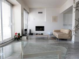 Hotel photo: Design loft in the heart of Athens, Omonoia