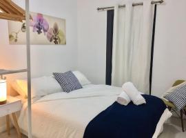 Фотографія готелю: Central CBD Terrace | Aircon & Wifi included