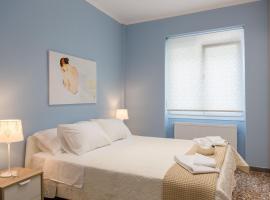 Фотография гостиницы: Grandma's Chic & Bright Athenian home with a Patio