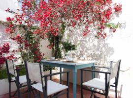 ホテル写真: HOMEnFUN Casa en Es Mercadal